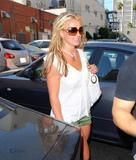th_84475_Celebutopia-Britney_Spears_on_Robertson_at_Lisa_Kline_store-09_122_1031lo.jpg