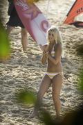 http://img137.imagevenue.com/loc216/th_191335530_Preppie___Lorraine_Nicholson_on_Soul_Surfer_set_in_Hawaii___Feb._3_2010_625_122_216lo.jpg