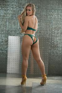 Nicole-Aniston-Glamour--d6s33urce3.jpg