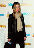 Nicky Hilton - Страница 2 Th_45912_celebrity-paradise.com-The_Elder-Paris_and_Nicky_Hilton_2009-12-09_-_The_Dr._Romanelli_Fraggle_Rock_Clothing_1542_122_376lo