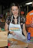 Кимберли Уильямс-Пэйсли, фото 10. Kimberly Williams-Paisley Kicks Off Feeding America's Hunger Action Month in Nashville, Tennessee - Sept 1, 2010, photo 10