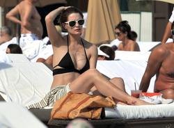 http://img137.imagevenue.com/loc490/th_311794103_Mischa_Barton_Bikini_Candids_on_the_Beach_in_Miami_December_27_2011_100_122_490lo.jpg