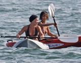 "in Bikini candids with Pink -May 5 - in bikini on the beach takes a break from shooting 'Crank 2: High Voltage' in Venice, May 4 Foto 405 (В Bikini Candids с Pink-5 мая - в купальнике на пляж занимает отдохнуть от съемок ""Crank 2: High Voltage"" в Венеции, 4 мая Фото 405)"